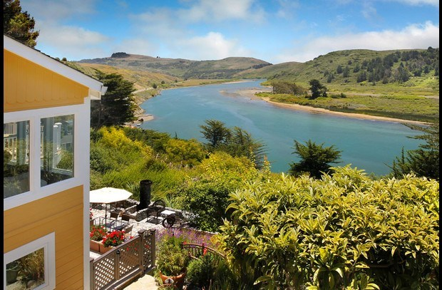 Located just above the Jenner estuary for kayaking & minutes to the coast trails